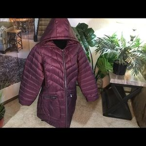Packable Puffer Coat. 18/20  maroon